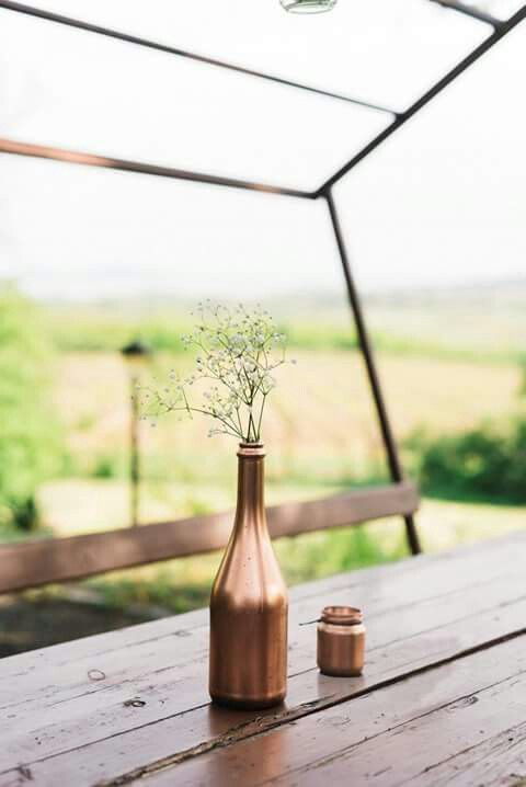 If you keep concentrating on the details, it will end up a mess. Instead, try to look at the whole picture! Simplicity will give you the rest. Love this lonely copper vase a lot! Beautiful wedding decor by #Odu design