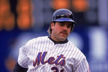 Mike Piazza Getting Snubbed By Baseball Hall Of Fame Voters Is A Damn Travesty  | Pinned by http://www.thismademelaugh.com
