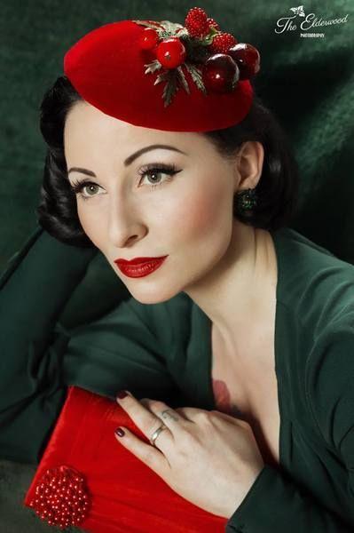 Augenschmaus Pillbox Hütchen Fascinator rot Samt von Billies goes Jazzafine auf DaWanda.com 65.95 €