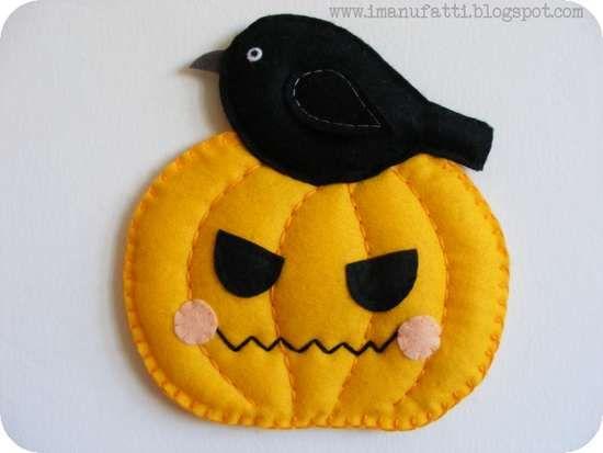 Halloween, ecco come realizzare decorazioni a forma di zucca fai-da-te per festeggiare Halloween e per abbellire la casa in autunno con un tocco originale.