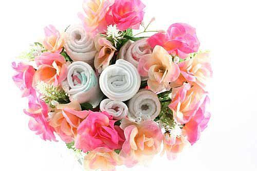 Idee regalo: come fare i bouquet di fiori con body e calzini