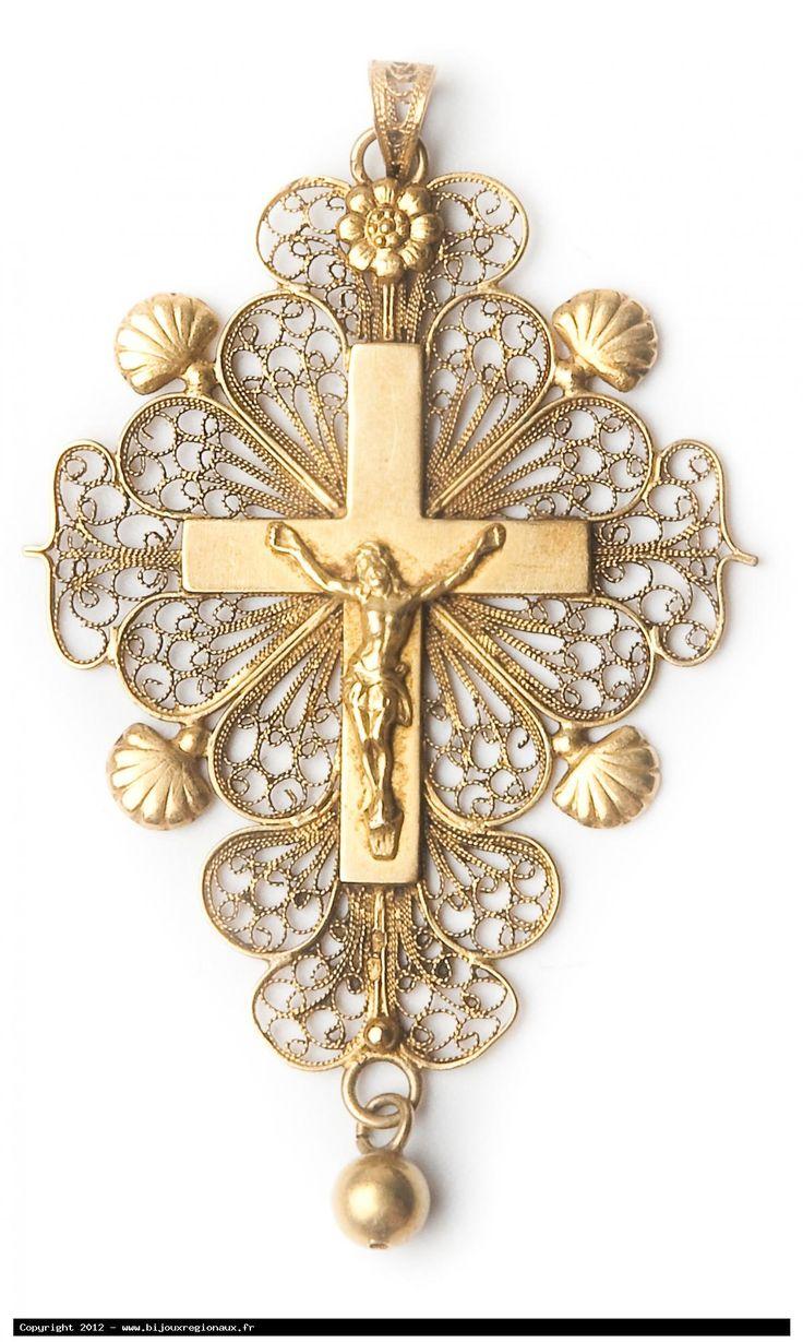 Cross from Boulogne sur Mer, gold filigree