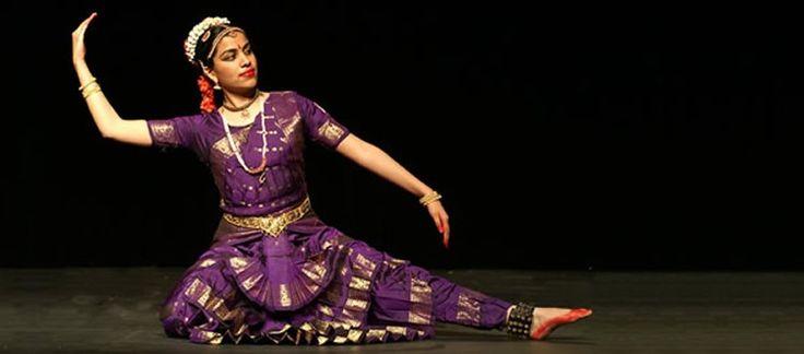 Las danzas clásicas de la India son: Bharatanatyam, Kathak, Odissi, Mohiniyattam, Kuchipudi, Manipuri, Sattriya y Kathakali. Estas están incluidas en incluidas en el Natya Shastra uque es un antiguo tratado de artes dramáticas, teatro, danza y música hinduista y cuenta con 36 capítulos. En el se recogen las diferentes reglas desde el edificio donde se debe interpretar si es idóneo , reglas de dicción, como representar los sentimientos o los movimientos de los personajes.Existen 8 estilos…