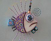Poissons en bois, réalisés avec clous, perles .... Le site vaut d'être visité : Fig Jam Studio  Il n'y a pas que des poissons ...