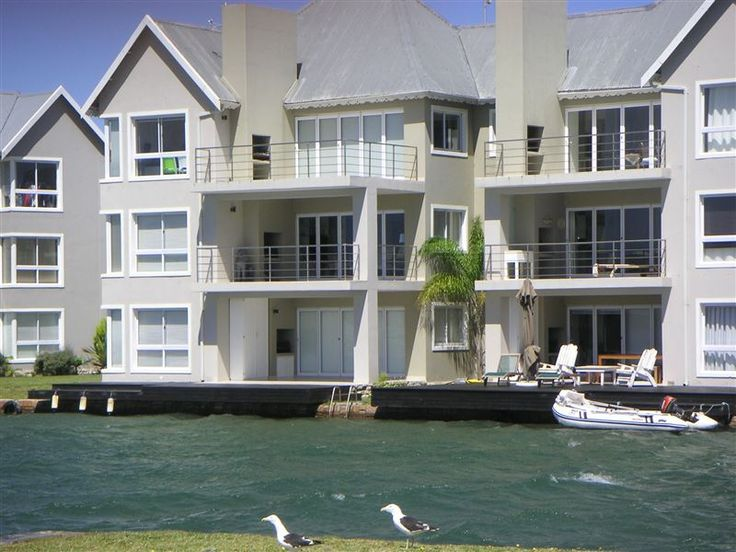 Waterside Living - Kingston Place 20 - Overlooking the Marina Martinique this luxury, up-market, ground floor, two-bedroom unit is elegantly furnished and fully equipped. Double bed in main bedroom with en-suite bathroom (bath and shower) and ... #weekendgetaways #jeffreysbay #kougacountry #southafrica