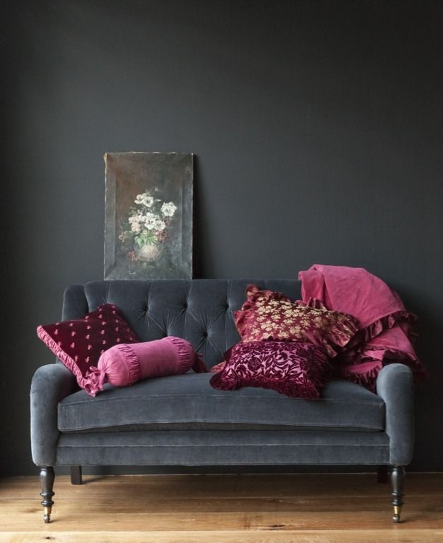 Dark Grey + dark pink + gold + withe = lovely combination...: Wall Colors, Colors Combos, Living Rooms, Grey Wall, Studios Couch, Velvet Sofas, Pillows,  Day Beds, Dark Wall