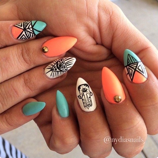 Had to post this #32weeksAgoThrowback of my boo @yourdaily_daisy  A nails with the #hemsa and #allseeingeye these were DOPE