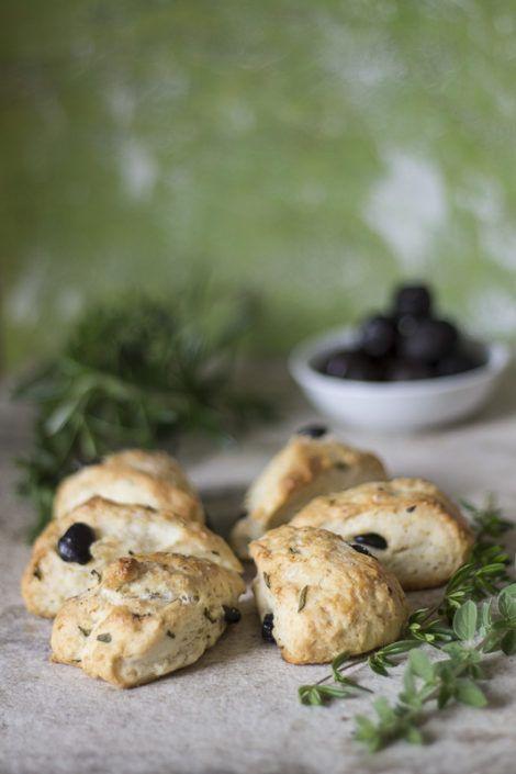 Scones alle erbe aromatiche e olive- Herbs and olive savory scone