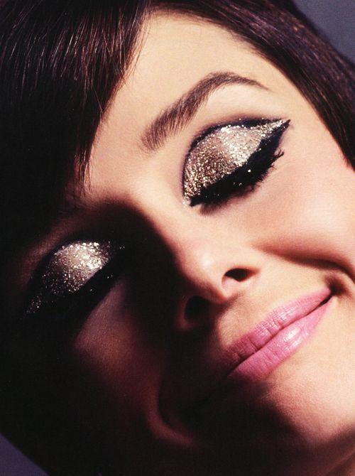 Audrey's 60's eyeliner + glitter      Audrey Hepburn photographed by Douglas Kirkland, 1965.
