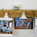 Ein schönes Stück Treibholz vom Nordseestrand hat eine neue Funktion bekommen: Wir haben hochwertige Metallklemmen darauf befestigt, so dass du nun deine Lieblingsfotos, Postkarten oder...