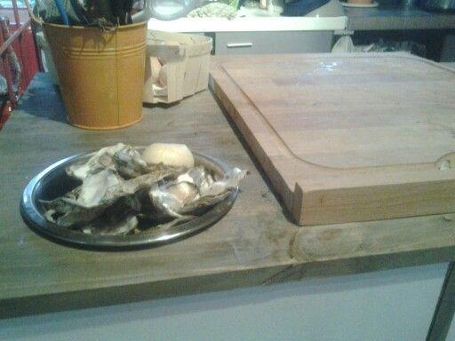 Bol intégré  pour les restes (a table les poulettes)