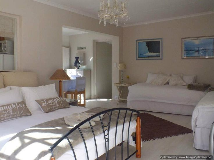 Twilight Self Catering Cottage Situated on the fringe of Plettenberg Bay, we offer you ideal, affordable accommodation for your getaway or business trip. | Holiday Houses SA