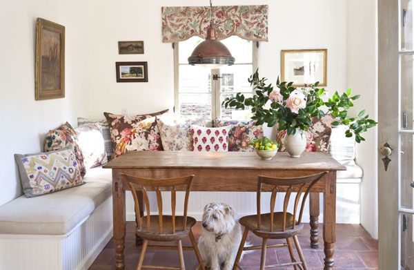Who wouldn't want to start their day by eating breakfast at this charming kitchen banquet?