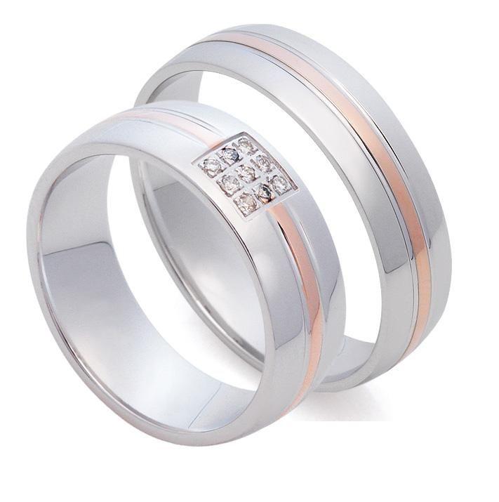 АРТ: St025. Классические обручальные кольца из белого золота с полоской в центре из розового золота 585 пробы.  Высокое качество и мастерство исполнение. Идеальная, блестящая полированная поверхность. Женское кольцо с 9 бриллиантами весом 0,05 карат, с высокими характеристика цвета и чистоты: 4/4-5. Кольца идеально подходят приверженцам традиционного стиля. Цена пары обручальных колец 29800р.