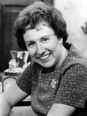 Jean Stapleton Loved her in all in the family as Edith Bunker lots of laughs. Also great in the movie Mikel with john travolta   r.i.p.
