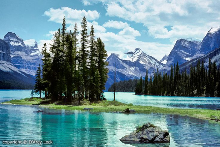 Spirit Island in Maligne Lake with mountains of the Elizabeth Ranges, Jasper National Park, Alberta, Canada
