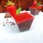 Delizia al cioccolato di Modica, con coulis di fragole