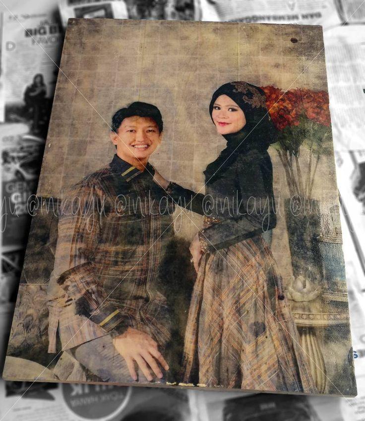 """""""Arief dan Rara"""" Printed on solid pine wood 50 cm x 70 cm PM for price  Hadiah untuk pernikahan @rarabakti dan @muhammad_ers . Terimakasih rara dan arief sudah mengizinkan #inikayu untuk mengabadikan prewedding photo nya di kayu  #prewedding #photo #photography #pranikah #pernikahan #wedding #portrait #fotografi #fotokayu #cetakkayu #couple #bride #groom #painting #lukisan #seni #art #wood #kayu #jualan #jualhadiah #gift #hadiahunik #hadiah #kado #woodart #woodwork #inikayu de inikayu"""