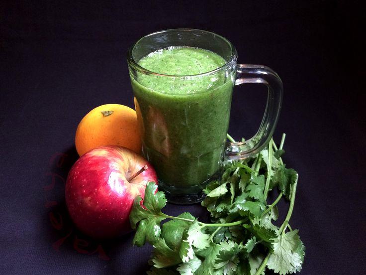 raw food . Batido VERDE . naranja, manzana, cilantro, limón y jengibre . link a la receta ♡ https://www.facebook.com/media/set/?set=a.10152832028596496.1073742038.587831495&type=1&l=0d0da9f6bf