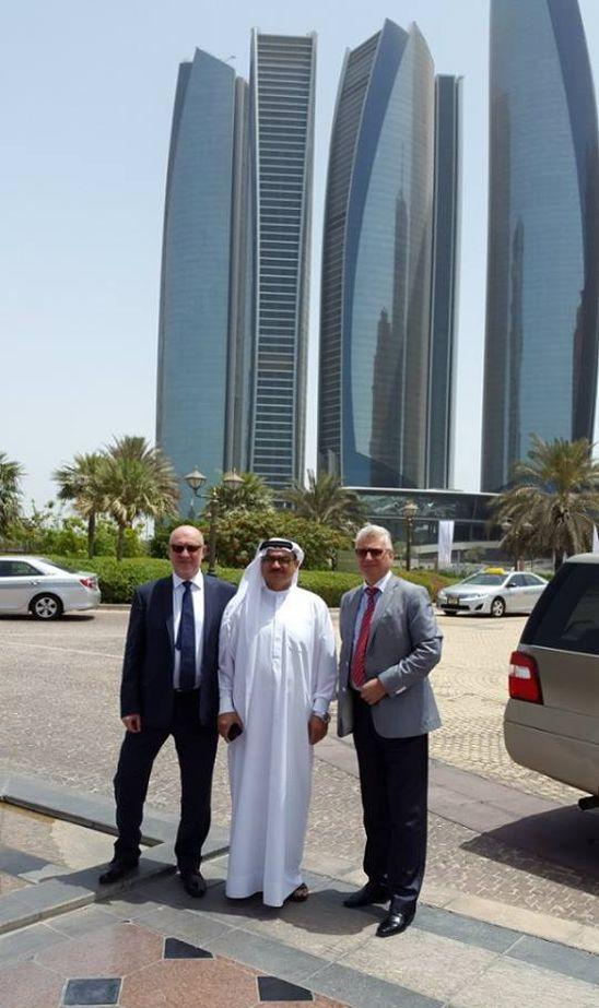 A jövő elképzelhetetlen nélkülünk! - Vegyél részt a jövő építésében...  Dubai a nagyszabású infrastrukturális projektek terén a világ vezető városa.  A kiállítás ideológiai alapjait a fenntartható fejlődés gondolata képezi.  Ami egyben az ENSZ jóváhagyott stratégiai terve is és amelynek célja  a szegénység felszámolása, a bolygó erőforrásainak megőrzése, és a mindenki számára elérhető jólét.