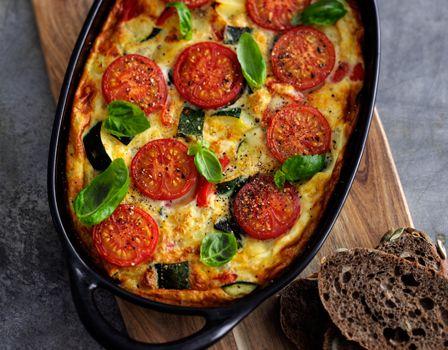 Ovnbagt æggekage med kartofler og grønsager