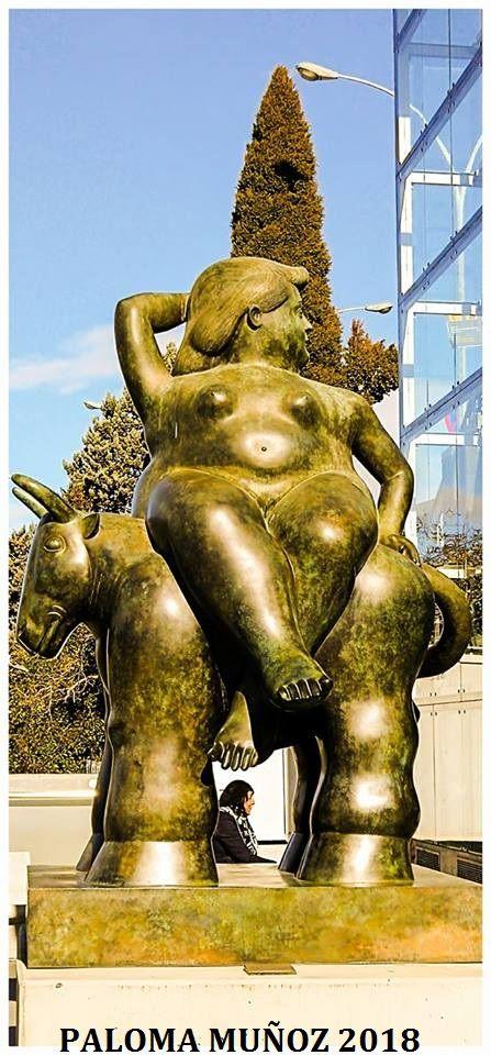 El rapto de Europa de Fernando Botero, escultura situada en la Terminal 1 del aeropuerto de Barajas. The rape of Europe by Fernando Botero, sculpture located in Terminal 1 of the Barajas airport.