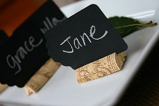 Boa ideia para marcar nomes nas mesas: Corks Places, Wine Corks, Places Holders, Chalkboards Tags, Ideas Diy, Dinners Parties, Easy Tags, Places Sets, Places Cards