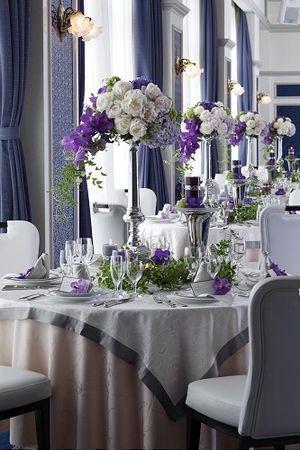 会場の壁の色やテーブルクロスの色もマッチ♡ パープルの会場装花のアイデア一覧。
