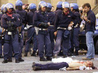 Carlo Giuliani. G8 di Genova, 2001 (Ansa)