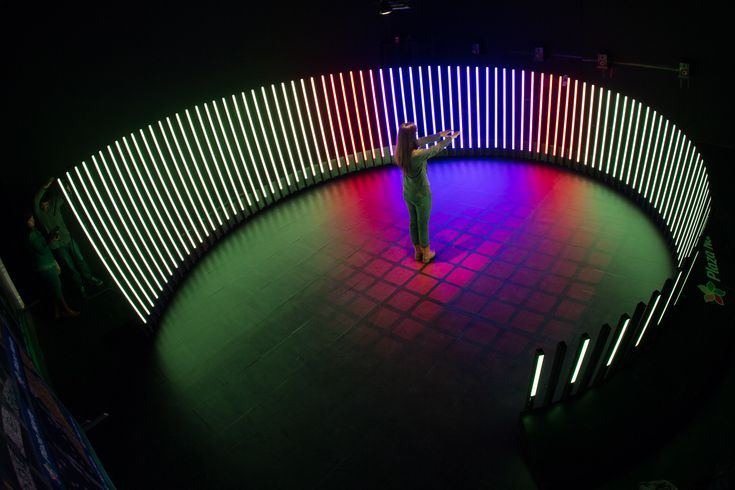 The Aurora Fugaz is an immersive interactive light and sound installation created as a collaboration between Cinimod Studio and Claudia Paz.