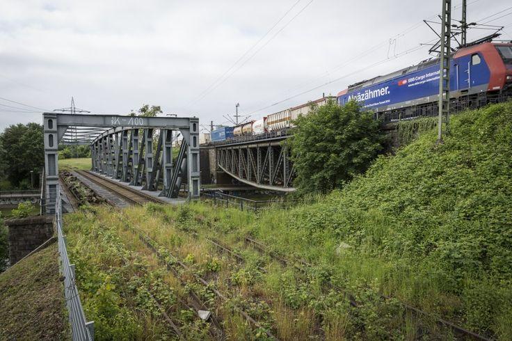 Eindrücke einer verlassenen Eisenbahnwelt: Rund um die Langen Erlen schlängeln sich noch immer die ungenutzten Güterzugstrecken der Deutschen Bahn.