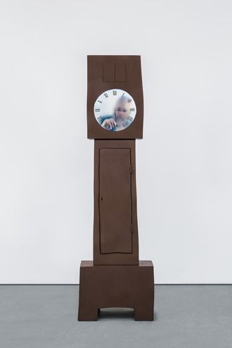 Video Installation by Maarten Baas, Grandfather Clock, from the series Real Time, 2009. Left: detail © Carpenters Workshop Gallery. Photograph Adrien Millot #Mudac #TellingTime #MaartenBaas #