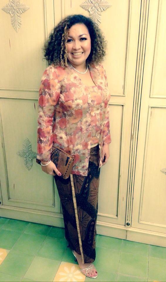 with CILIK Clutch Bag in Vintage Batik Sogan Classic by PRibuMI...®