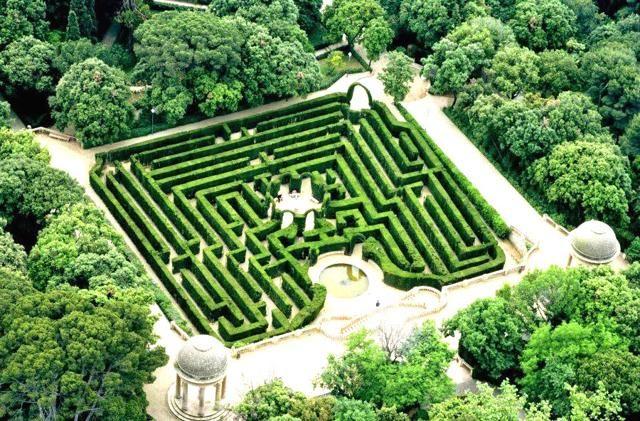 LABIRINTO DI HORTA, BARCELLONA (SPAGNA) - Fatto di filari di cipressi e alti cespugli, è immerso nel parco più antico della città che copre una superficie di 2 km quadrati