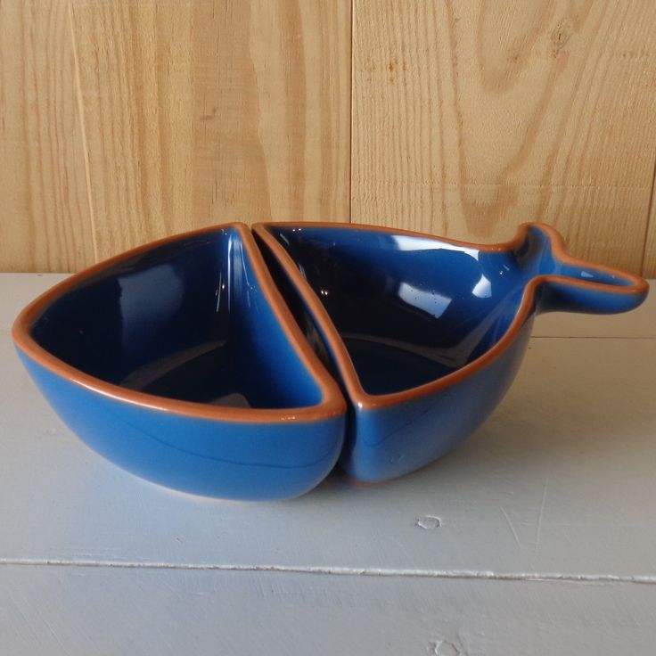 Features:  -Handpainted.  -2 Seperate parts as 1 piece.  -Material: Terracotta.  -Pescardo collection.  -Set includes 2 seperate part of fish as 1.  Color: -Blue.  Material: -Earthenware.  Pattern: -S