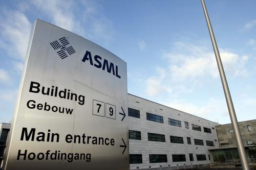 ASML wil samen met de Foundation for Fundamental Research on Matter (FOM), de Universiteit van Amsterdam, de Vrije Universiteit en de Nederlandse Organisatie voor Wetenschappelijk Onderzoek (NWO) het Instituut voor Nanolithografie oprichten in Amsterdam.