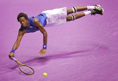 網球場的路上。to the tennis court: 花式網球大師 - Gael Monfils