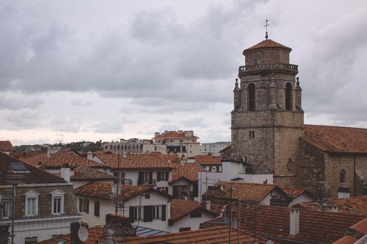 Sur les toits de Saint Jean de Luz #Basque www.iletaitunefaim.com/blogging-voyage/
