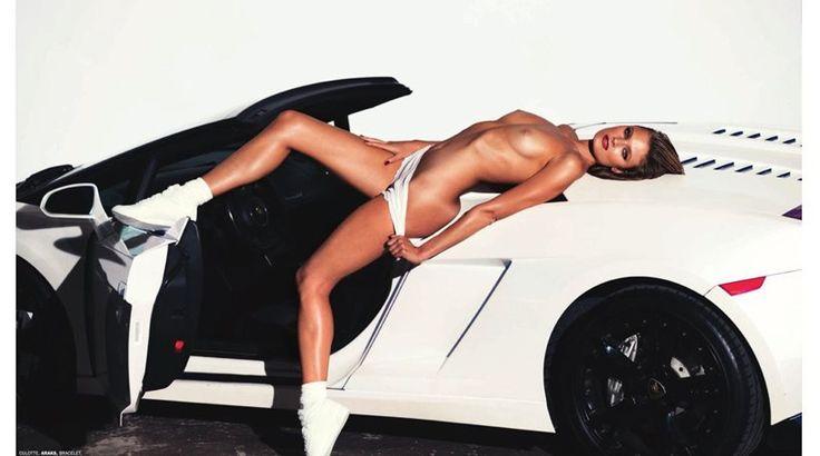 Constance Jablonski: Ξαπλώνει το γυμνό κορμί της πάνω σε λευκά «άλογα»