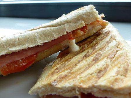 Recept panini met ham, tomaat en geitenkaas in de praktijk gebracht: een heerlijk warm broodje