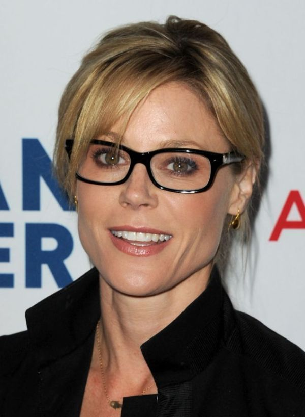 Celebrities Wearing Eyeglasses | Julie Bowen in black acetate sunglasses