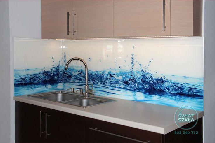 Ups, woda sie rozlała, na szczęście tylko na panelu ze szkła :)