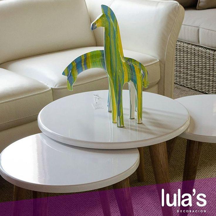Uno de los elementos más versátiles en cuanto a decoración, son los accesorios, si además puedes usarlos para que vayan en cualquier lugar de tu casa, ¡mucho mejor! Serán aliados en momentos donde reacomodar es una buena dinámica para refrescar los espacios.   Pueden encontrarnos en la transversal 6 # 45 – 79, Patio Bonito, Medellín.   #Accesorios #Salas #Deco #Lulas.