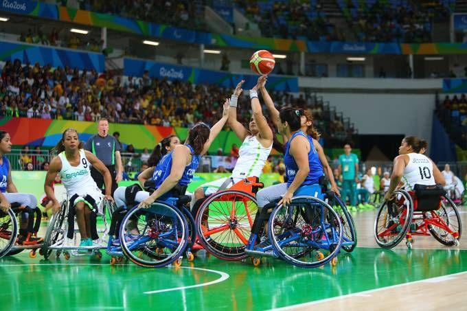 Paralimpíada - Basquete em cadeira de rodas, Brasil e Argentinahttp://veja.abril.com.br/esporte/paralimpiada-brasil-massacra-argentina-no-basquete-feminino/