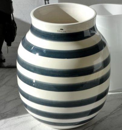 Er total vild med denne grå kähler vase!!