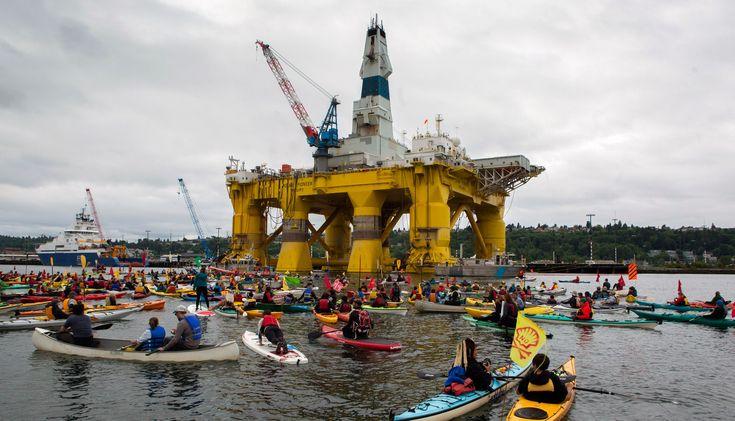 Protesten bij het booreiland Polar Pioneer in Elliott Bay, de baai bij Seattle. Shell wil hiermee naar olie boren in het Noordpoolgebied. Foto: Mark Harrison/Hollandse Hoogte