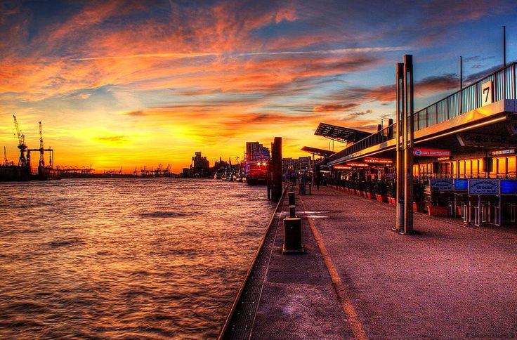 #Hafen #Elbe #Hamburg #EuropaPassage #EuropaPassageHamburg #Moin #welovehh #typischhamburch