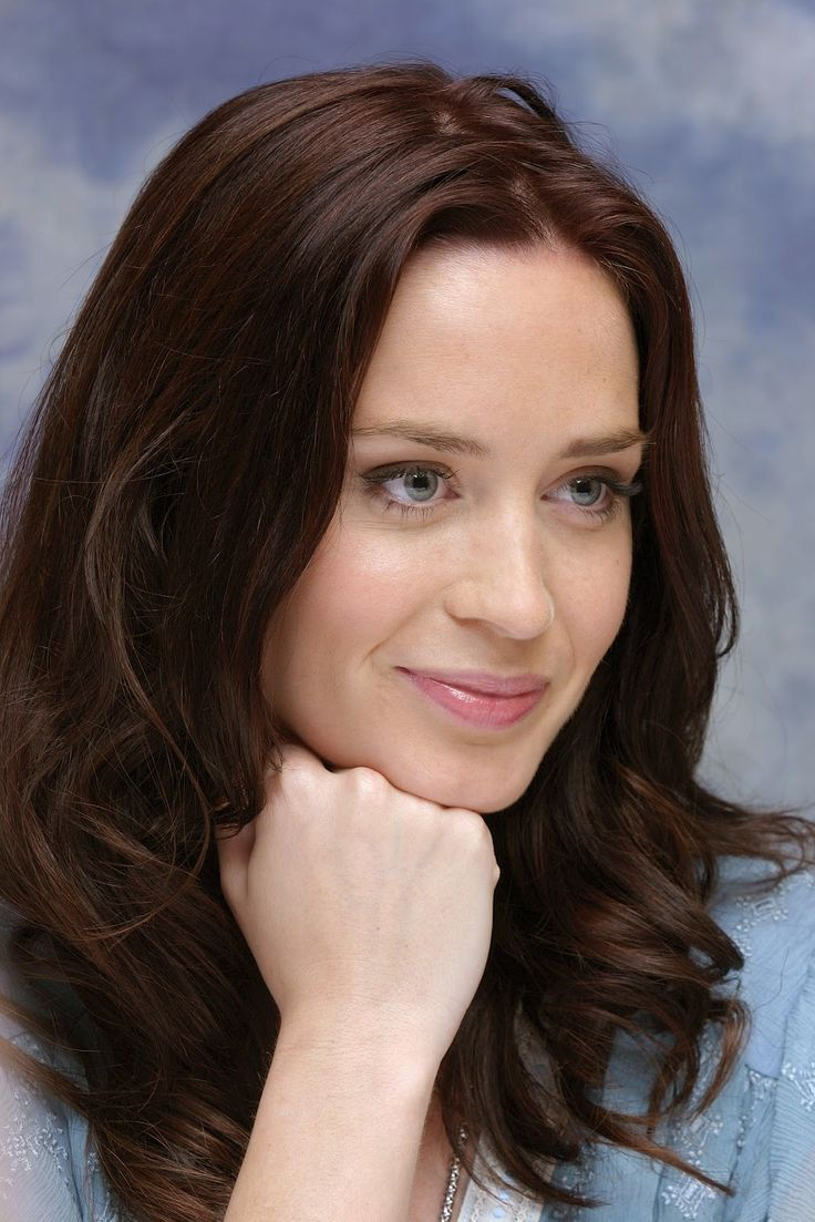 Emily Blunt - I absolutely like her in this picture; looking natural and lovely.
