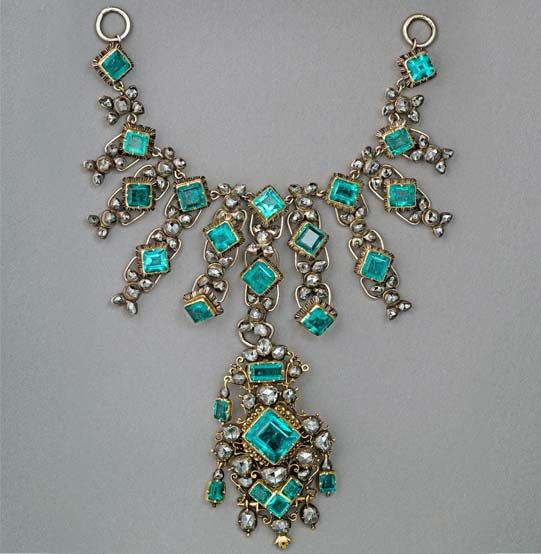 Emerald necklace, Portugal, the first half of the 18th century (?), emeralds, diamonds, silver, gold, 16 x 10.5  cm