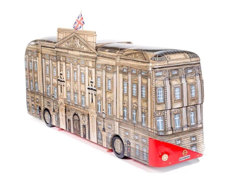 Buckingham Palace Bus by Mandii Pope